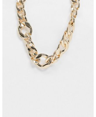 ASOS DESIGN necklace in graduating curb chain in gold tone