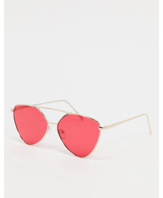 AJ Morgan angled sunglasses in gold with red lens