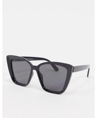 AJ Morgan oversized cat eye sunglasses in black