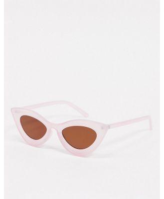 AJ Morgan retro cat eye sunglasses in lilac purple