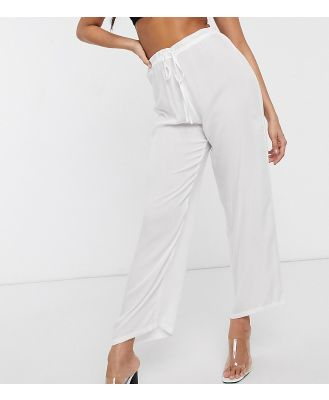 Akasa Exclusive drawstring waist beach pant in white