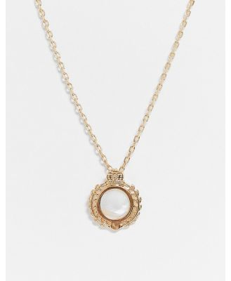 Chained & Able neckchain in gold with crest pearl pendant