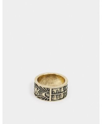 Classics 77 band ring in gold with scenic engraved design