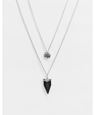 Classics 77 layered neckchain in silver with coin and stone tooth pendants