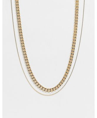 DesignB layered neckchains in gold with fine chain detail