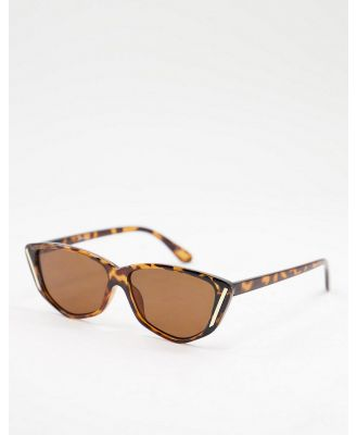 Jeepers Peepers womens cat eye sunglasses in tort-Brown
