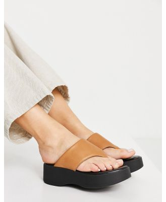Kaltur flatform thongs in camel-Neutral