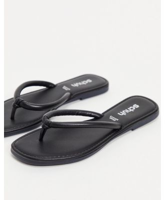 schuh Tassy leather square toe thongs in black