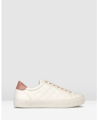 Betts - Pugsy Quilted Sneakers - Low Top Sneakers (White/Pink) Pugsy Quilted Sneakers
